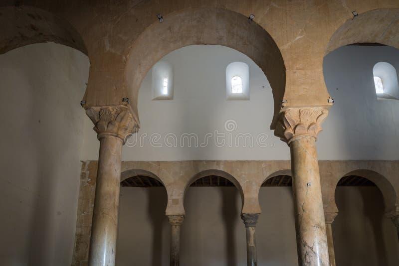 Ländliche Kirche in Leon España stockbild
