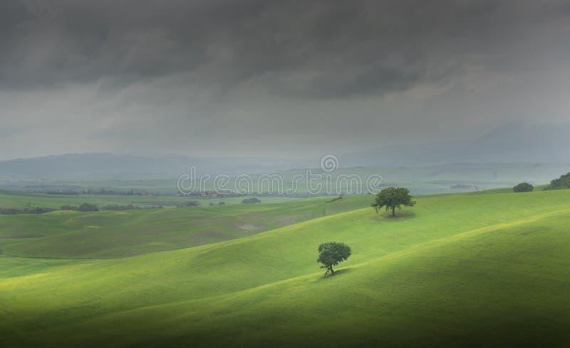 Ländliche Sonnenunterganglandschaft Toskana, Kreta Senesi Landschaftsbauernhof Italien, Europa stockfotografie