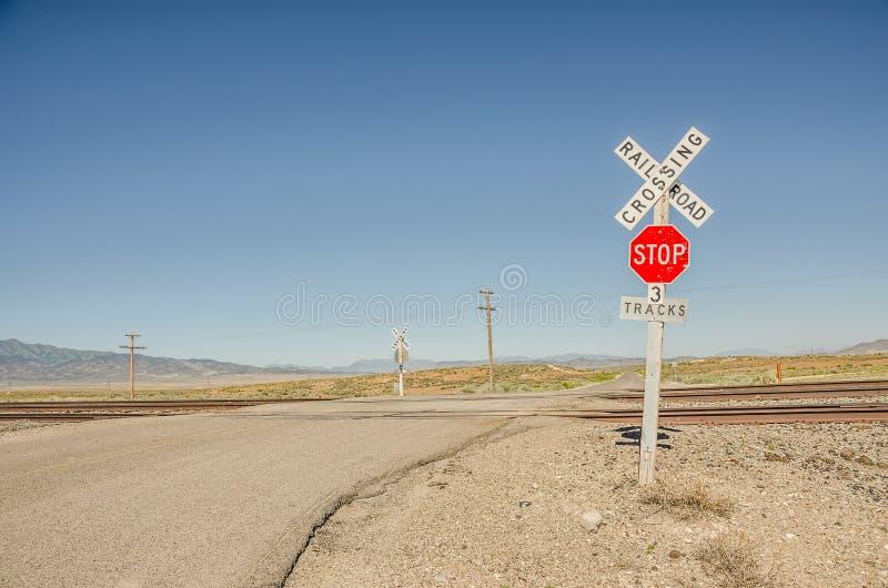 Ländlicher Bahnübergang Zeichen- stockbild