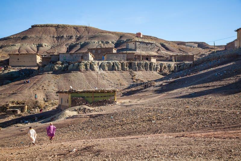 Ländliches Berberdorf in Marokko lizenzfreie stockfotos