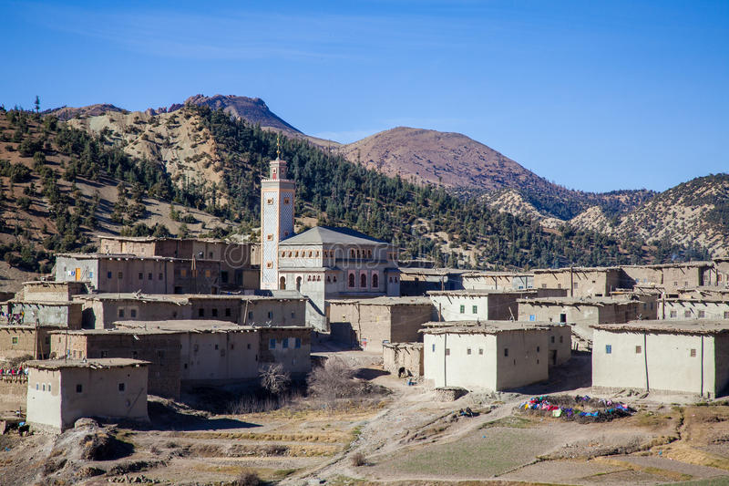 Ländliches Berberdorf in Marokko stockbild