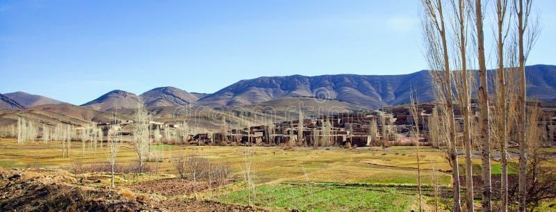 Ländliches Berberdorf in Marokko während des Winters lizenzfreie stockbilder