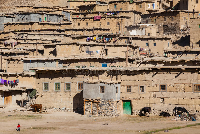 Ländliches Berberentferntdorf in Marokko lizenzfreie stockbilder