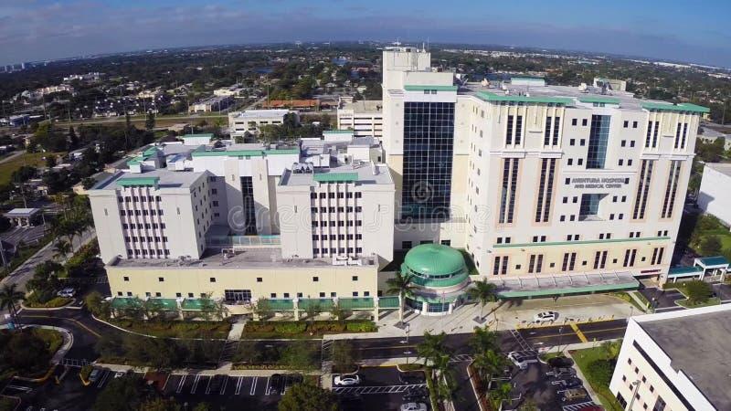 Längd i fot räknat för Aventura sjukhusantenn arkivfilmer