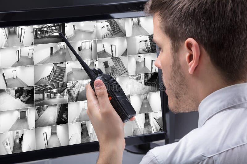 Längd i fot räknat för ordningsvaktMonitoring CCTV arkivfoto