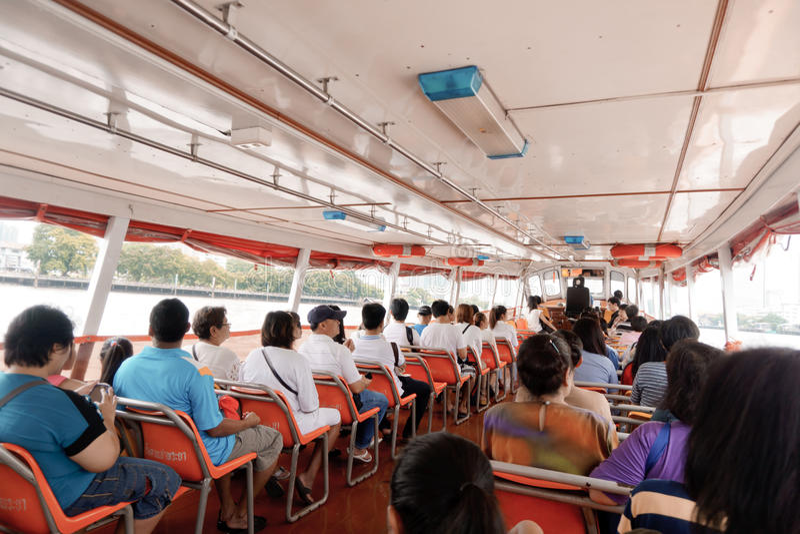 Längs i Bangkok flod fotografering för bildbyråer