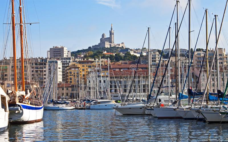 Längs kajen Marseille arkivbild