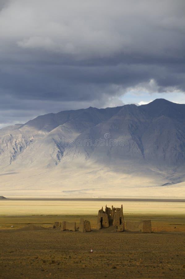 längs kamratskap fördärvar huvudvägen tibet royaltyfri foto