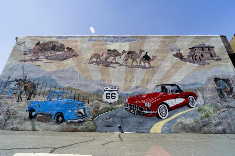 Längs rutt 66, målade väggen med grafitti arkivfoton