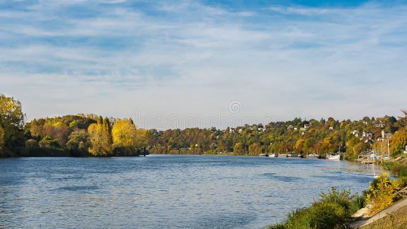 Längs Seinen på LaFrette sur Seine arkivbilder