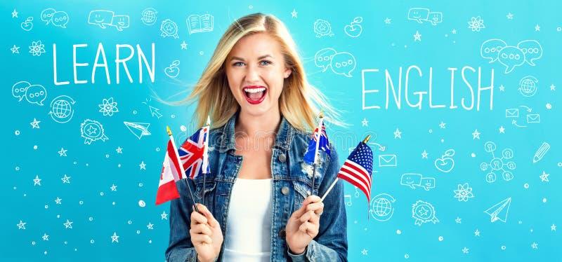 Lär engelsk text med den unga kvinnan royaltyfri bild