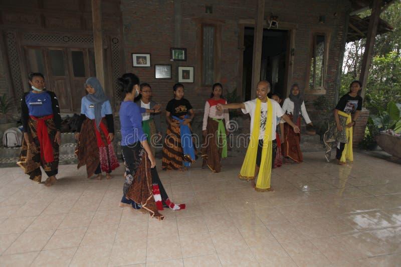 Lär Javanesedansen arkivfoton