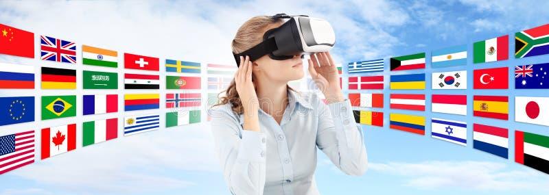 Lär språk i det framtida teknologibegreppet royaltyfri foto