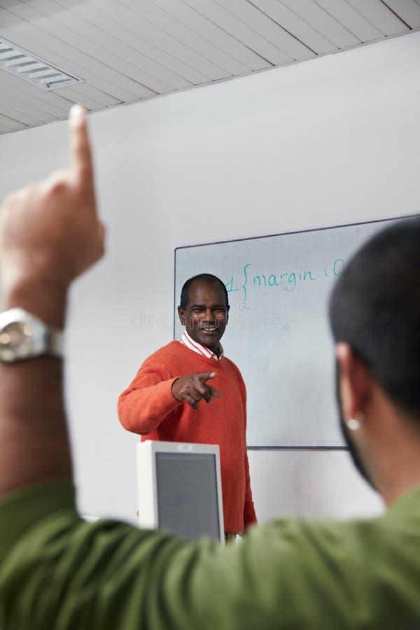lärare för gruppdatordeltagare royaltyfri fotografi