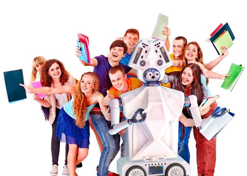 Lärareai-roboten hjälper studentgruppen Växelverkande direktanslutet, genom att lära för konstgjord intelligens arkivbild