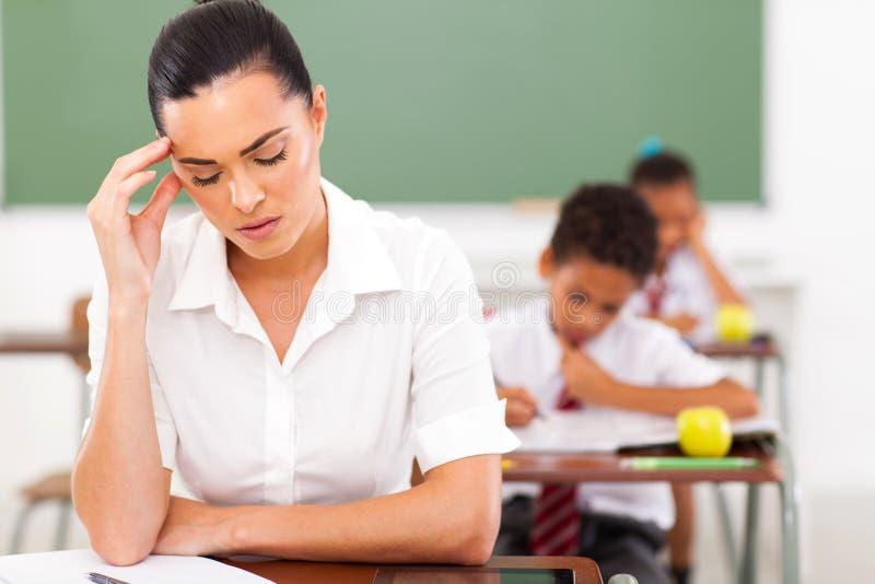Lärarehuvudvärk arkivfoto