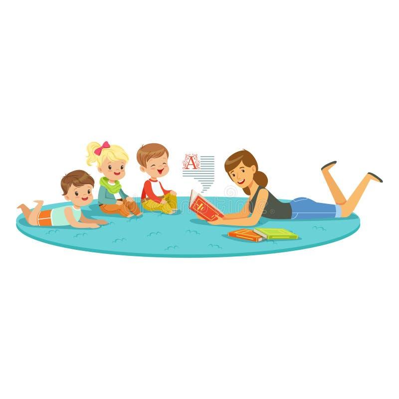 Läraren som läser en bok till ungar, barn tycker om att lyssna, ungeutbildning och uppfostran i skolan, förträning eller stock illustrationer