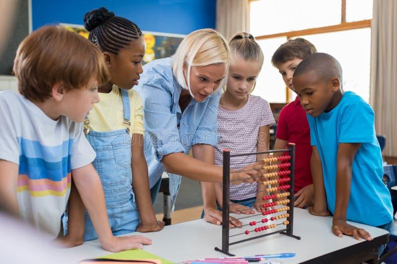 Lärarevisningkulram till barn arkivfoton