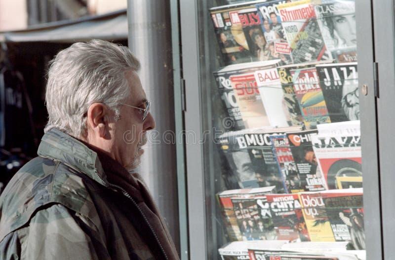 Läs- tidskrifter arkivbild
