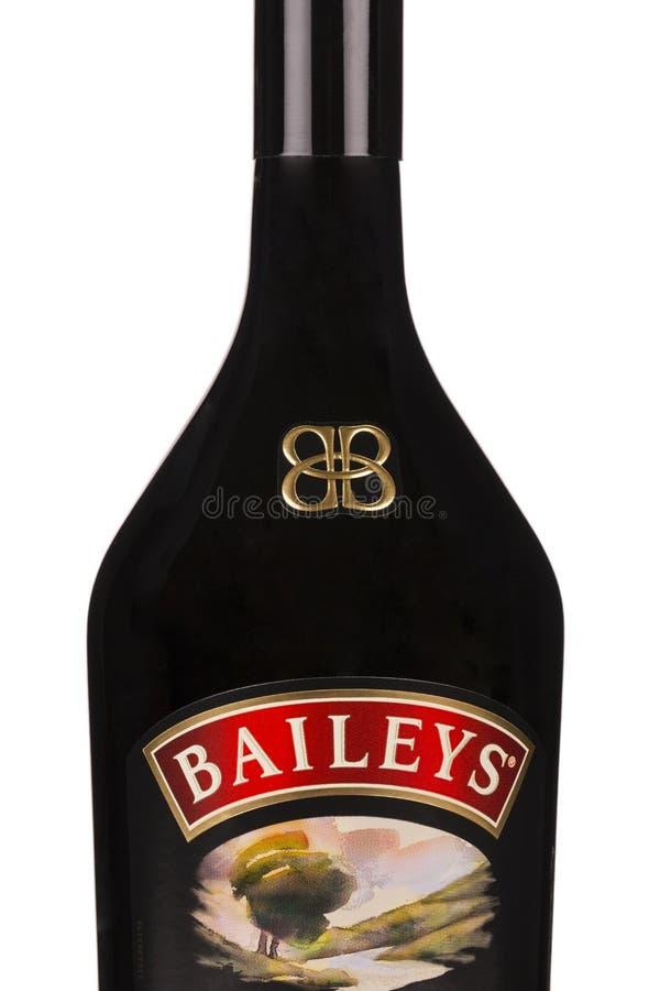 LÄSA MOLDAVIEN APRIL 7, 2016: Borggårdirländarekräm är en irländsk whisky och enbaserad likör som göras av Gilbeys av Irland _ arkivbilder