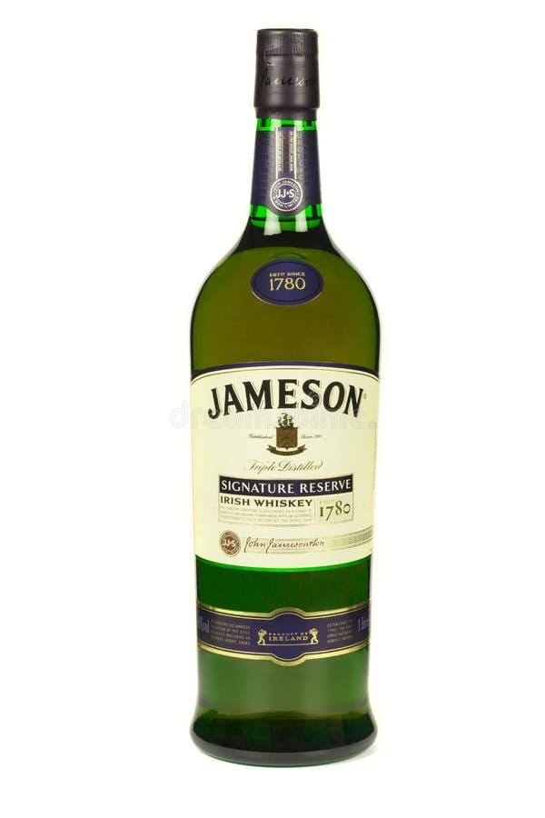 LÄSA MOLDAVIEN APRIL 7, 2016 Jameson whisky som isoleras på vit bakgrund Jameson är blandad irländsk whisky som produceras av iri royaltyfria foton