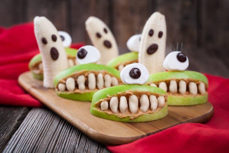 Läskig mat för roliga halloween eadible monster royaltyfri fotografi