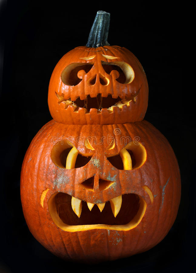 Läskiga halloween pumpor silar o-lyktor arkivbild