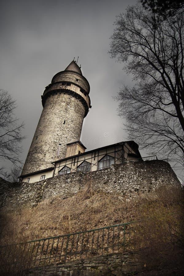 läskigt torn för slott arkivbilder