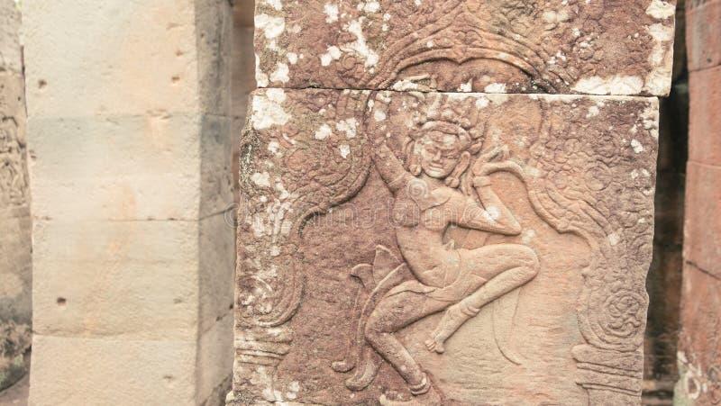 Lättnad av den Apsara ängeln royaltyfria bilder