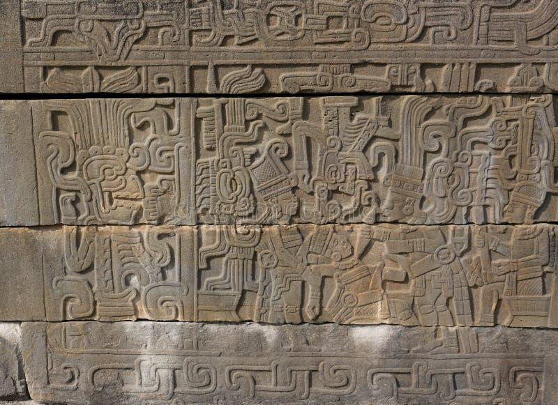 Lättnadsskulptur av ett ceremoniellt offer på El Tajin, Mexico arkivfoton