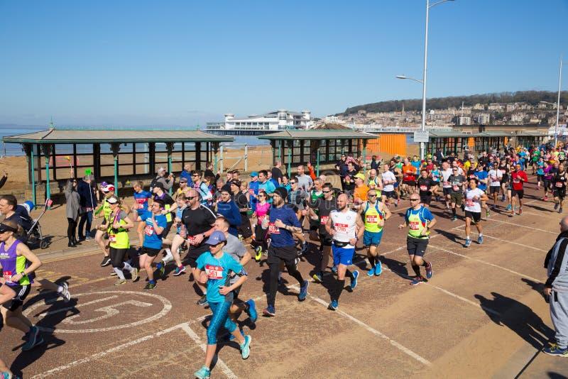 Läufer in Weston-Halbmarathon Somerset am Sonntag, den 24. März 2019 lizenzfreies stockbild