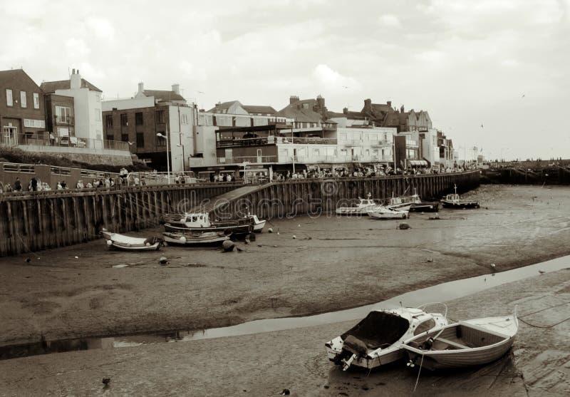 låg tide för bridlingtonhamn fotografering för bildbyråer