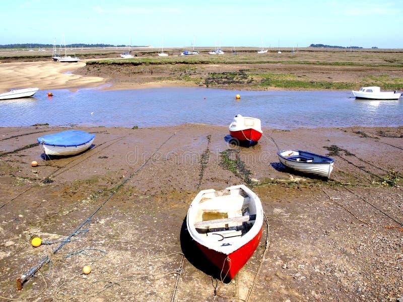 Lågvatten på brunnar bredvid havet, Norfolk, UK royaltyfri bild