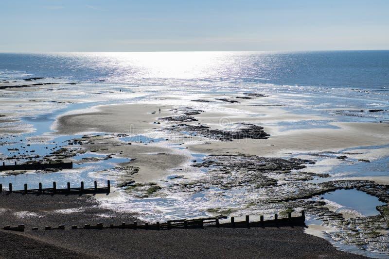 Lågvatten vaggar tips på galärkullen nära bexhill i östliga Sussex arkivbilder