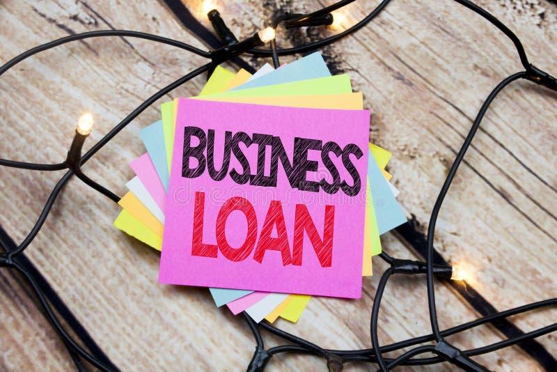 Lån för affär för visning för handskriftmeddelandetext Affärsidé för att låna finanskreditering som är skriftlig på klibbig anmär arkivfoton