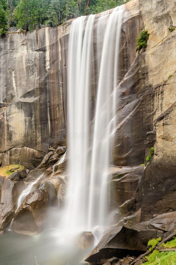 Lång exponering av den Merced floden över Vernal nedgång i Yosemite N arkivfoton