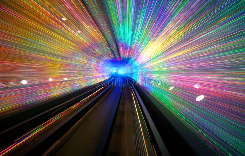 Lång exponering av en tunnel med en ljus skärm i Shanghai royaltyfria bilder