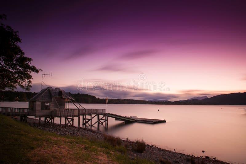 Lång exponering fotograferar laken på Te Anau i solnedgångtid, den södra ön som är nyazeeländsk royaltyfria foton