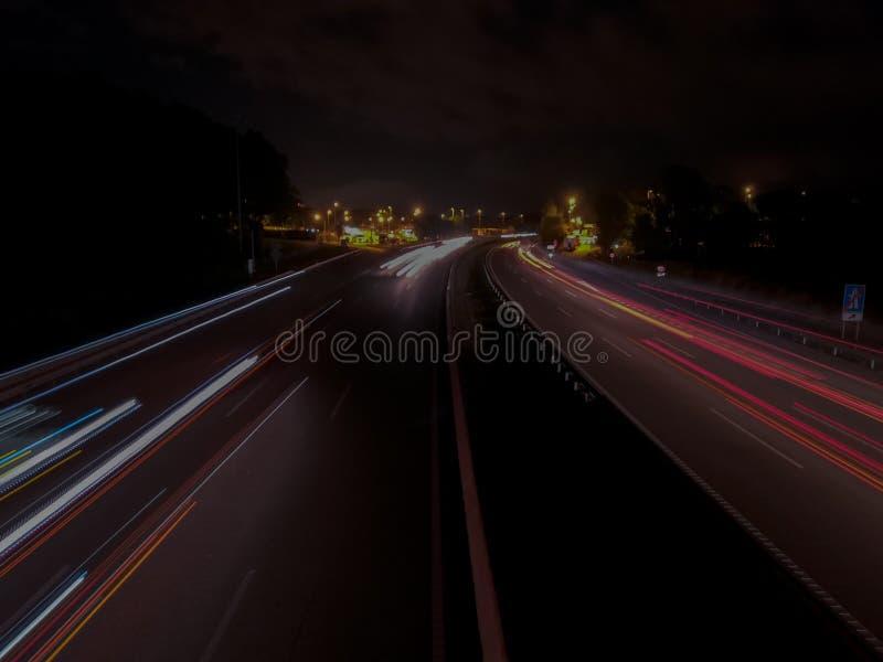Lång exponering på huvudvägen royaltyfria foton