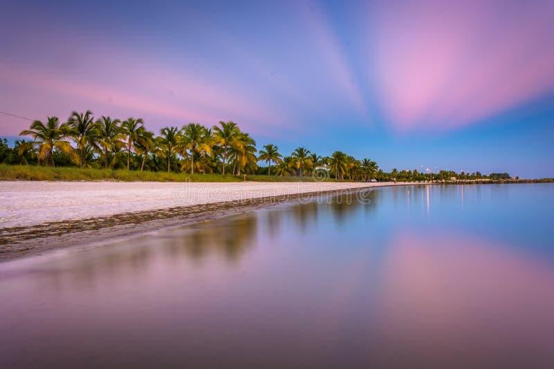 Lång exponering på solnedgången av den Smathers stranden, Key West, Florida royaltyfri fotografi