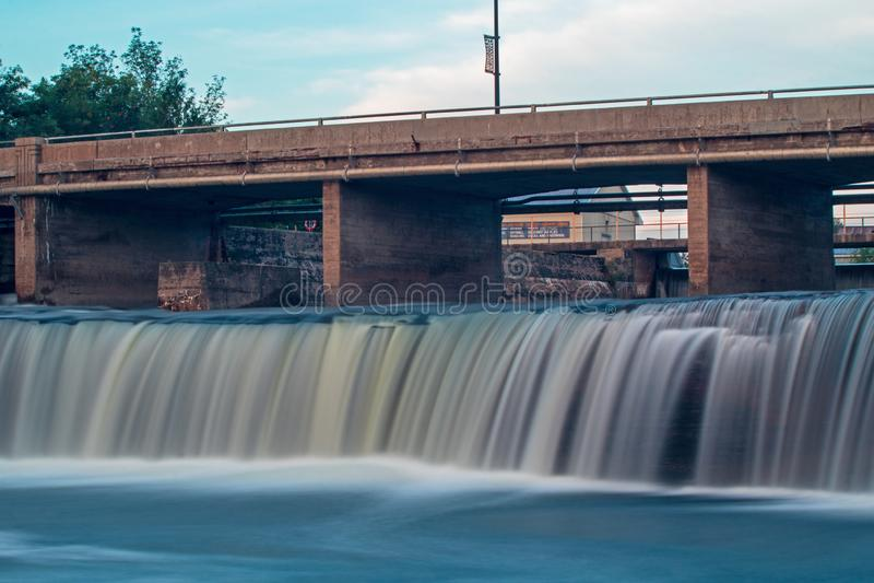 Lång exponering slätar ut vattnet av Fenelon nedgångar fotografering för bildbyråer