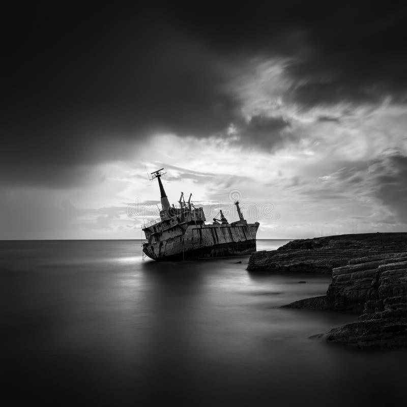 Lång exponeringsbild av en skeppsbrott royaltyfri fotografi
