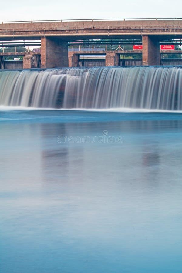 Lång exponeringsCloseupbild av Fenelon nedgångar, Ontario, Kanada royaltyfri fotografi