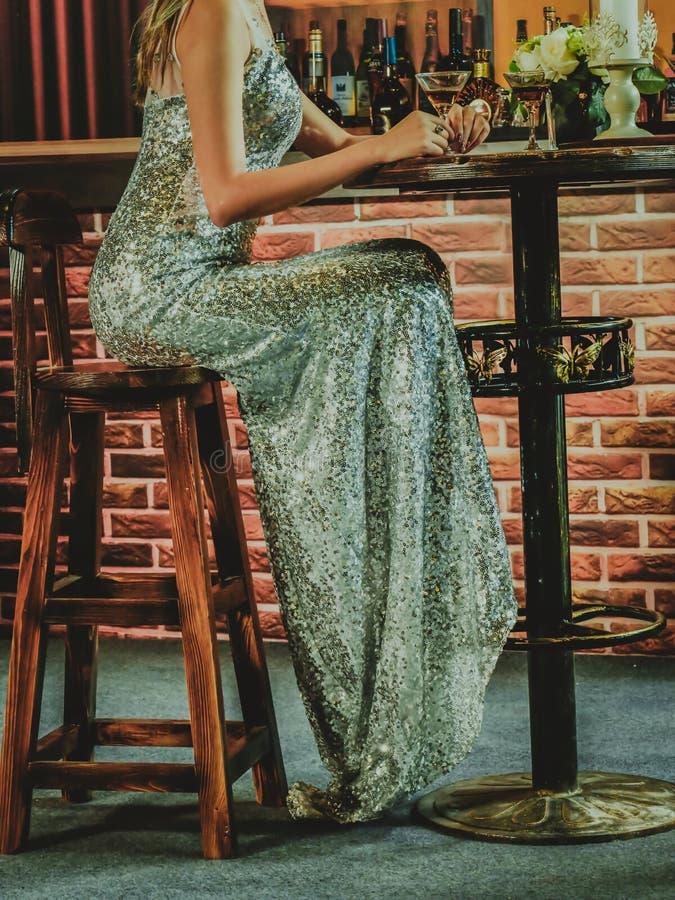 lång klänningflicka arkivfoton