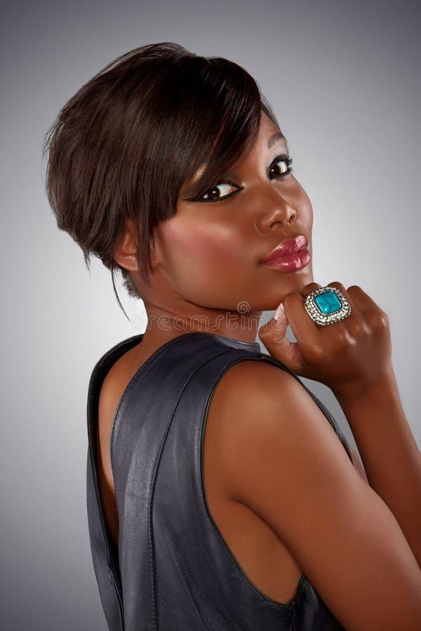 lång kvinna för afrikanskt hår royaltyfria bilder