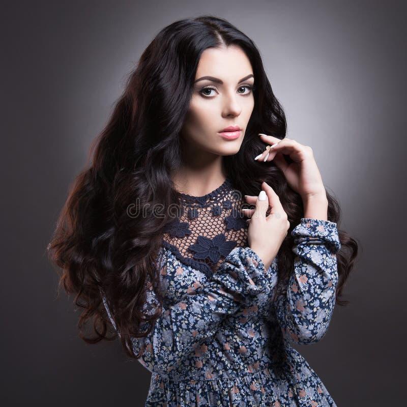 lång kvinna för härligt hår arkivbilder