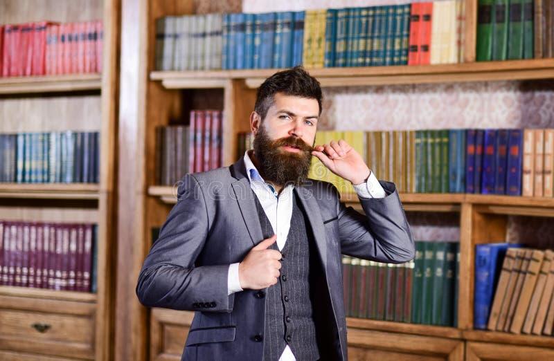 lång manpensionär för skägg arkivbild