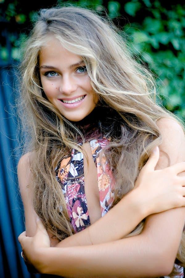 lång modell för härligt hår fotografering för bildbyråer