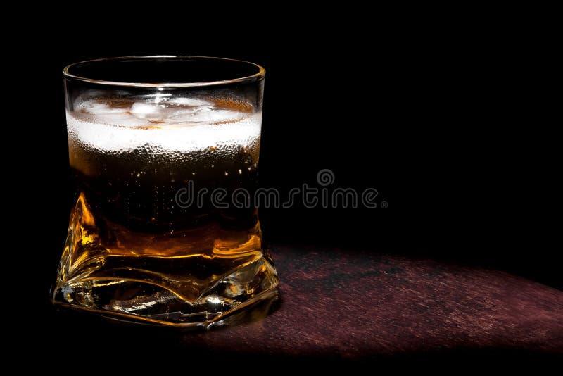 Lång ny drink med is med utrymme för text royaltyfri bild