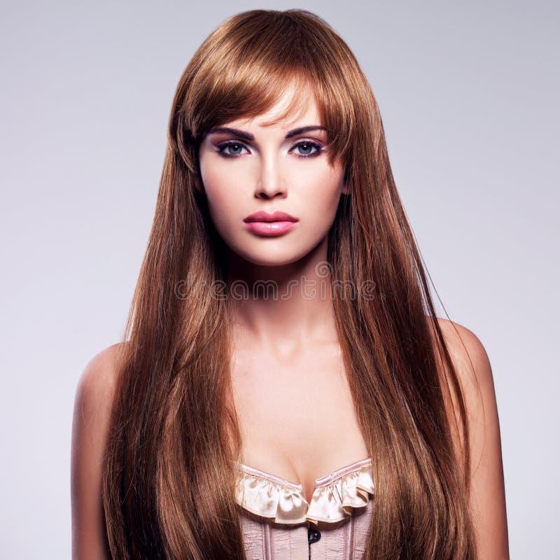 lång sexig kvinna för härligt hår royaltyfri foto